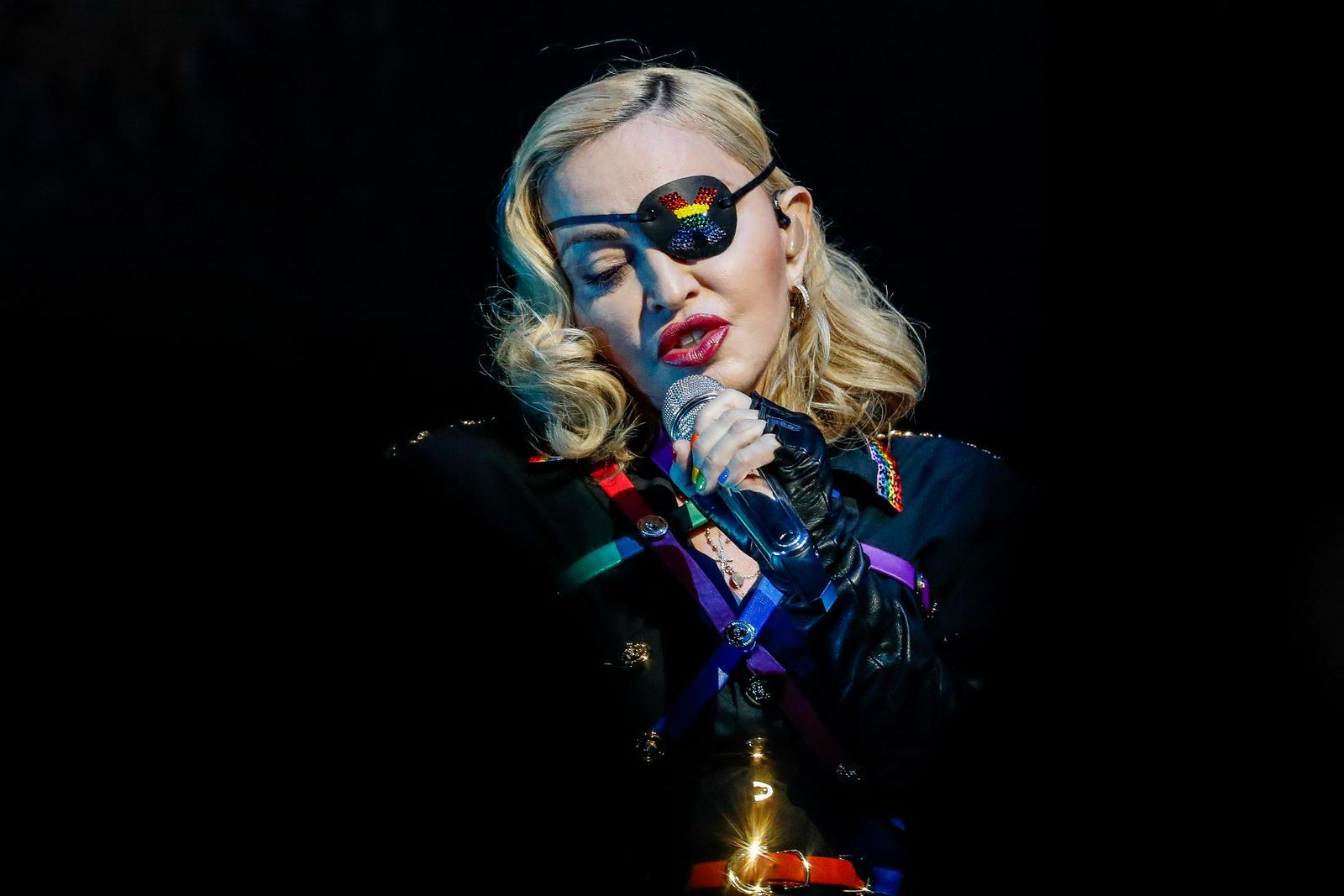 Popžvaigždė Madonna atšaukia vis daugiau koncertų