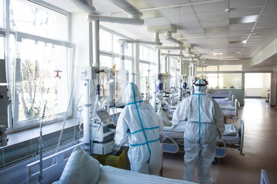 COVID-19 Lietuvoje: naujų susirgimų – 1486, mirė dar keturi žmonės