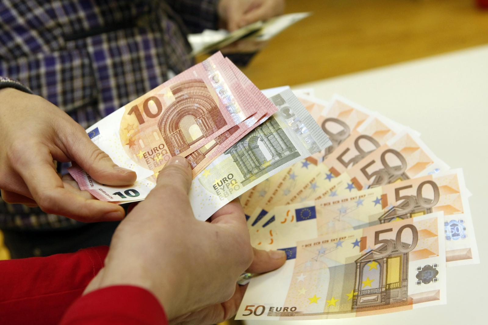 padaryti lengvai pinigus internete internetinė akcijų prekyba nemokamai