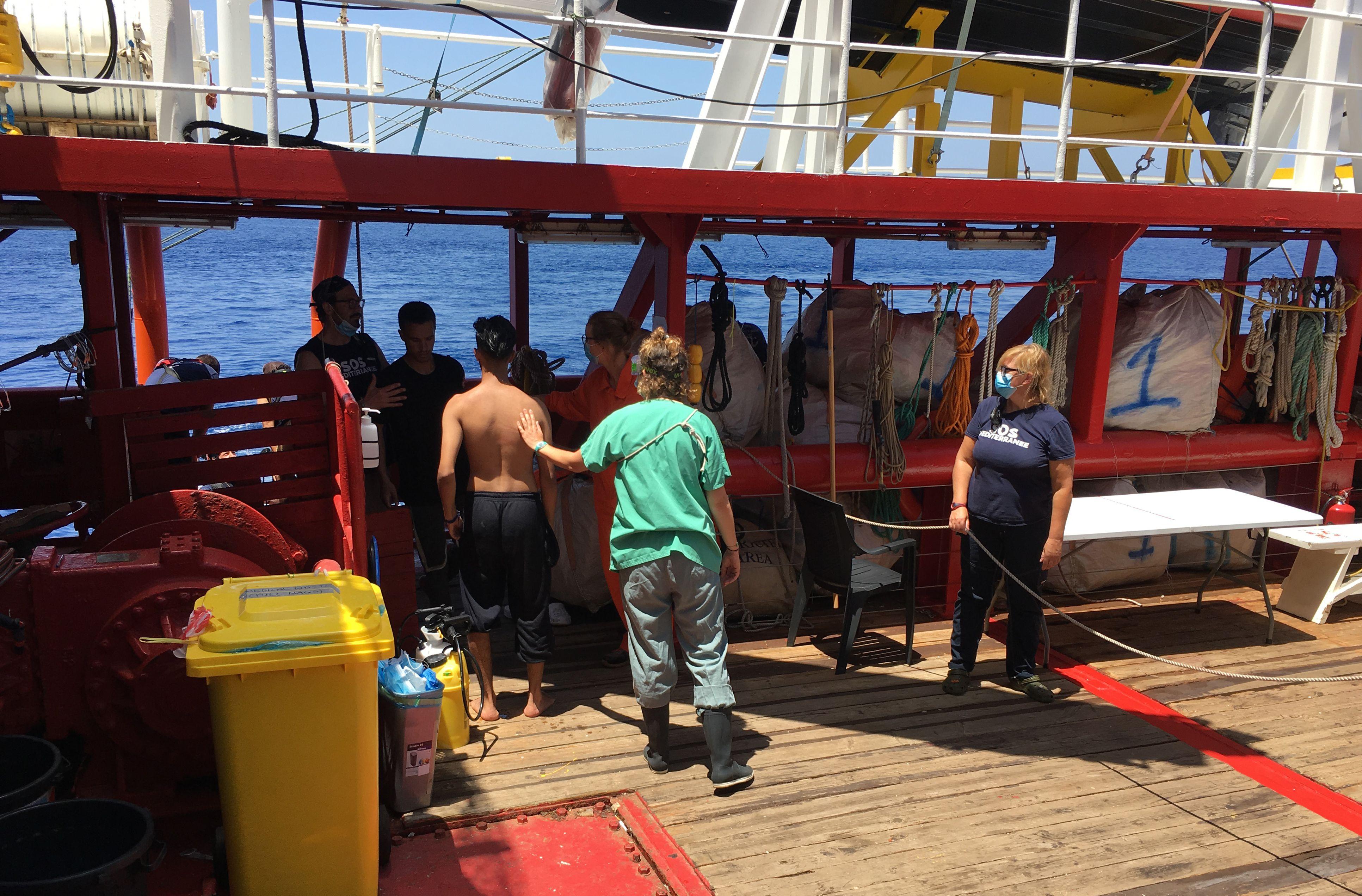 Migrantus gelbstintis laivas Ocean Viking prašo Italijos valdžios...