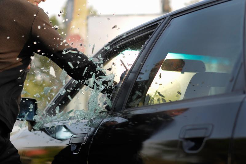 Симоненко утверждает, что активисты Автомайдана преследовали его и побили стекла в автомобиле - Цензор.НЕТ 4200