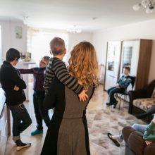 Sostinė išformuoja jau trečius vaikų namus: šeimynai perkamas namas