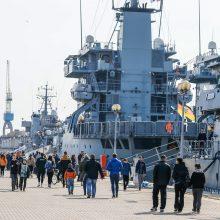 Klaipėdiečiai plūdo apžiūrėti NATO laivų