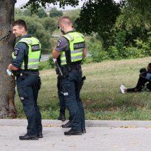 Miesto centre sustabdytas įtartinas ekipažas: nelegalių migrantų banga atsirito ir iki Kauno?