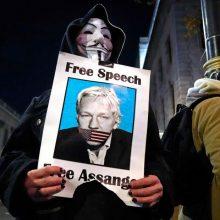 J. Assange'o partnerė ragina D. Trumpą suteikti jam malonę
