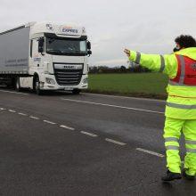 EK rekomenduoja panaikinti kelionių ir prekių pervežimo iš JK draudimus