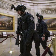 Bus tiriami ir pareigūnų veiksmai Kapitolijaus šturmo metu