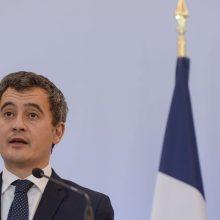 Prancūzų VRM vadovas kritikuojamas dėl siūlymo riboti žurnalistų darbą per protestus