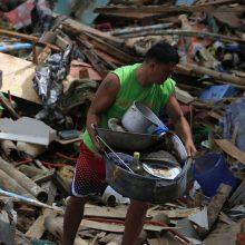 """Filipinuose per audros """"Krovanh"""" sukeltus potvynius ir nuošliaužas žuvo 9 žmonės"""