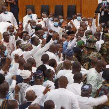 Masines muštynes Ganos parlamente teko stabdyti kariškiams