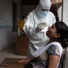 Indija skelbia gaminsianti greitus ir pigius popierinius koronaviruso testus