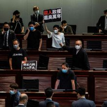 Visi Honkongo prodemokratinio sparno įstatymų leidėjai žada atsistatydinti
