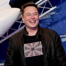 E. Muskas jau netrukus gali aplenkti J. Bezosą ir tapti turtingiausiu planetos žmogumi
