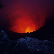 Indonezijoje išsiveržus Levotolo ugnikalniui evakuojasi tūkstančiai gyventojų