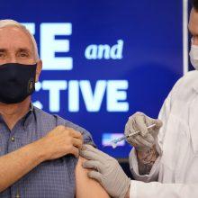 JAV viceprezidentas M. Pence'as viešai paskiepytas nuo COVID-19