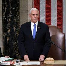 Viceprezidentas M. Pence'as greičiausiai neparems demokratų siekio nušalinti D. Trumpą