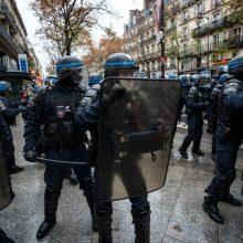 Teisių gynimo grupės smerkia areštus per Paryžiaus demonstraciją