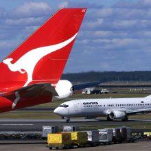 """Oro bendrovė """"Qantas"""" planuoja prievolę keleiviams pasiskiepyti nuo koronaviruso"""