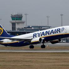 """""""Ryanair"""" dėl koronaviruso apribojimų atšaukia daugiau skrydžių žiemą"""