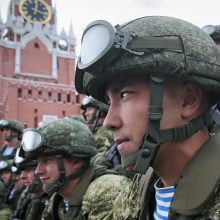 Rusija siunčia dar apie 1 tūkst. karių į Baltarusiją