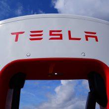 """Dėl defektų """"Tesla"""" Kinijos rinkoje atšaukė šimtus automobilių"""