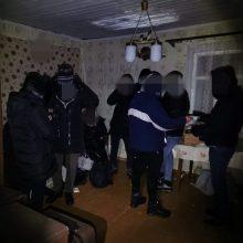 Sulaikyti neteisėtai sieną kirtę irakiečiai: pareigūnai migrantus atsekė sniege paliktais pėdsakais