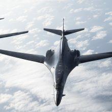 Iš Norvegijos pakilę JAV strateginiai bombonešiai dalyvauja pratybose virš Baltijos jūros