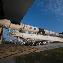 """NASA: """"Space X"""" pilotuojama misija į TKS dėl orų atidedama viena diena"""