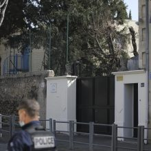 Marselyje prie žydų mokyklos sulaikytas peiliu ginkluotas vyras