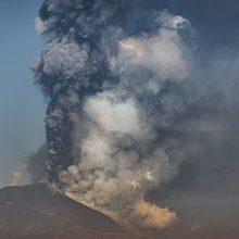 Etnos ugnikalnis sproginėja jau tris savaites