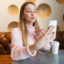 Paauglių pasimatymai internete: ką naudinga žinoti?