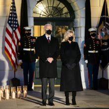 JAV prezidentas J. Bidenas pagerbė pusę milijono COVID-19 aukų