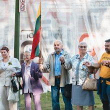 Kauniečiai kaip Baltijos kelyje susikibo už rankų