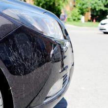 Teismo sprendimas: kaimynės automobilį apgadinusi moteris nubausta nepagrįstai