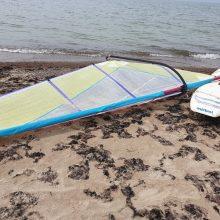 Pajūryje – neįprasta istorija: pakrantėje paliktais daiktais bandė prisijaukinti jūrą