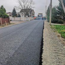 Klaipėdos rajone – asfaltavimo darbų įkarštis: baigė tiesti patyčių sulaukusią gatvę