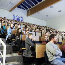 LCC tarptautiniame universitete įsisuko COVID-19: serga net keli studentai