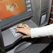 Pasisavino svetimus eurus: senolis banko sąskaitoje pasigedo 300 eurų