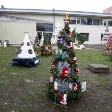 """""""Tvarios Kalėdos"""": eglutes klaipėdiečiai puoš savo kiemuose"""