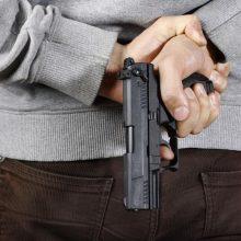 Klaipėdos parduotuvėje neblaivus vyras grasino ginklu ir išėjo nesusimokėjęs