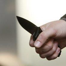 Girto jaunuolio nuotykiai: peiliu – prieš pardavėjas, žiebtuvėliu – prieš kamerą