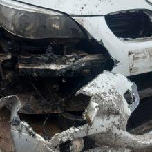 Šilutės rajone apgadintas automobilis: policijos pareigūnai sučiupo įtariamuosius