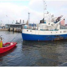 Dangės upėje skendusio laivo istorijos finalas: nutemptas į remonto doką