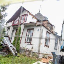 Trūko kantrybė: kauniečiai stoja mūru dėl toliau griaunamo namo Žaliakalnyje