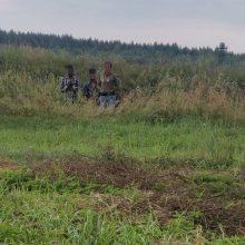 Pasienyje sulaikyta dar 110 migrantų, Baltarusija apsimeta jų nematanti