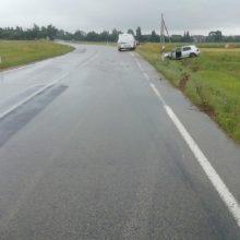 Praėjusią parą šalyje per eismo įvykius nukentėjo septyniolika žmonių