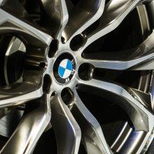 Norėjusi nusipirkti BMW, moteris liko ir be pinigų, ir be automobilio