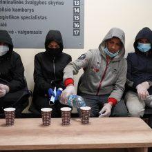 Pasienyje per parą apgręžta apie 10 migrantų: penki dokumentų neturėję naktį praleido užkardoje