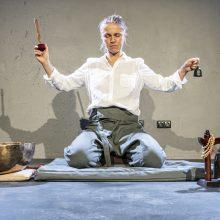 """Spektaklis """"Nuoga"""": nemenkas iššūkis ir aktoriui, ir publikai"""