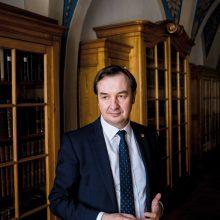 """VU rektorius prof. dr. Rimvydas Petrauskas: """"Mėginti kelti klausimus ir diskutuoti yra geriausias būdas pažinti pasaulį ir formuoti prioritetus."""""""